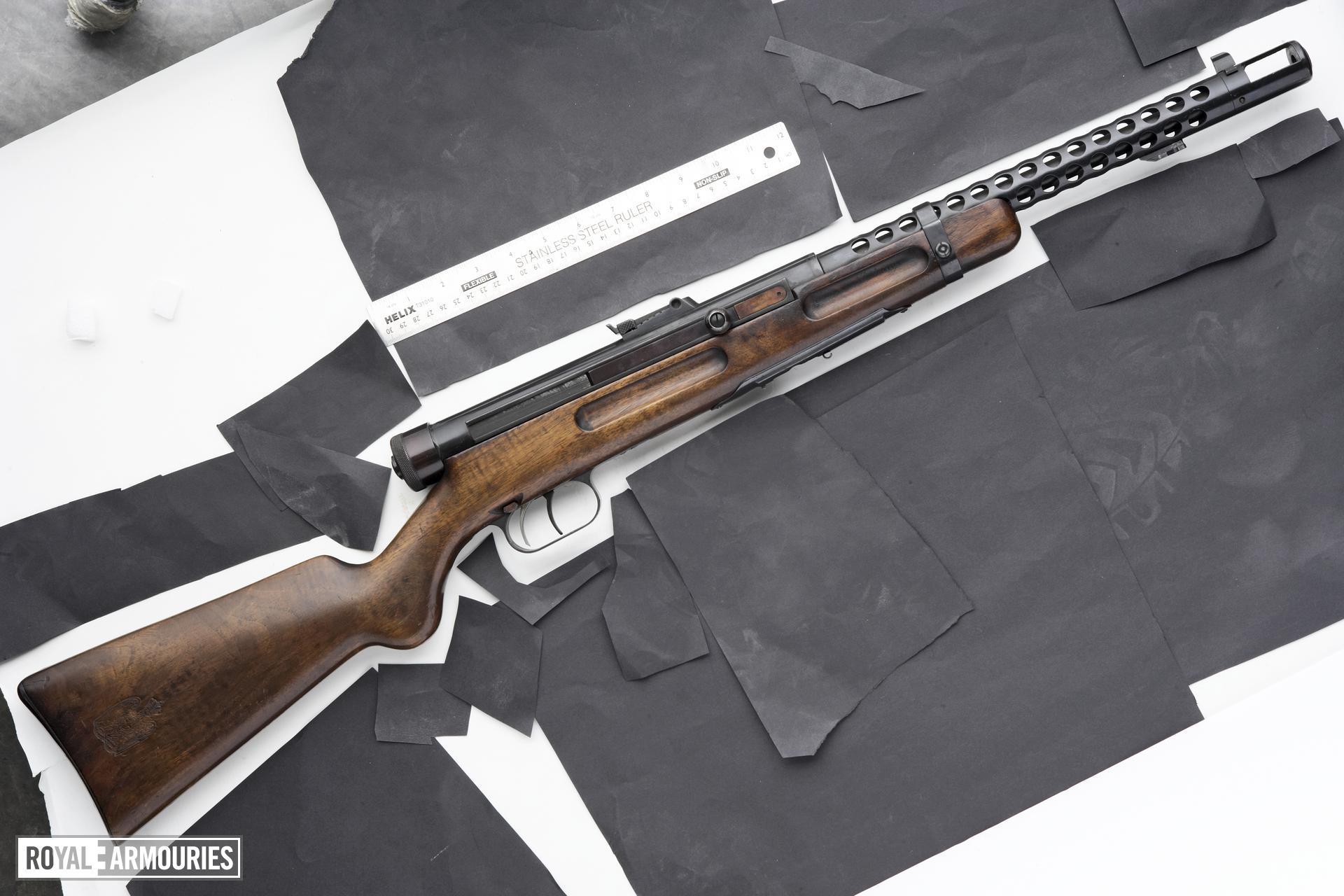 Centrefire automatic submachine gun - Beretta Model 1938A