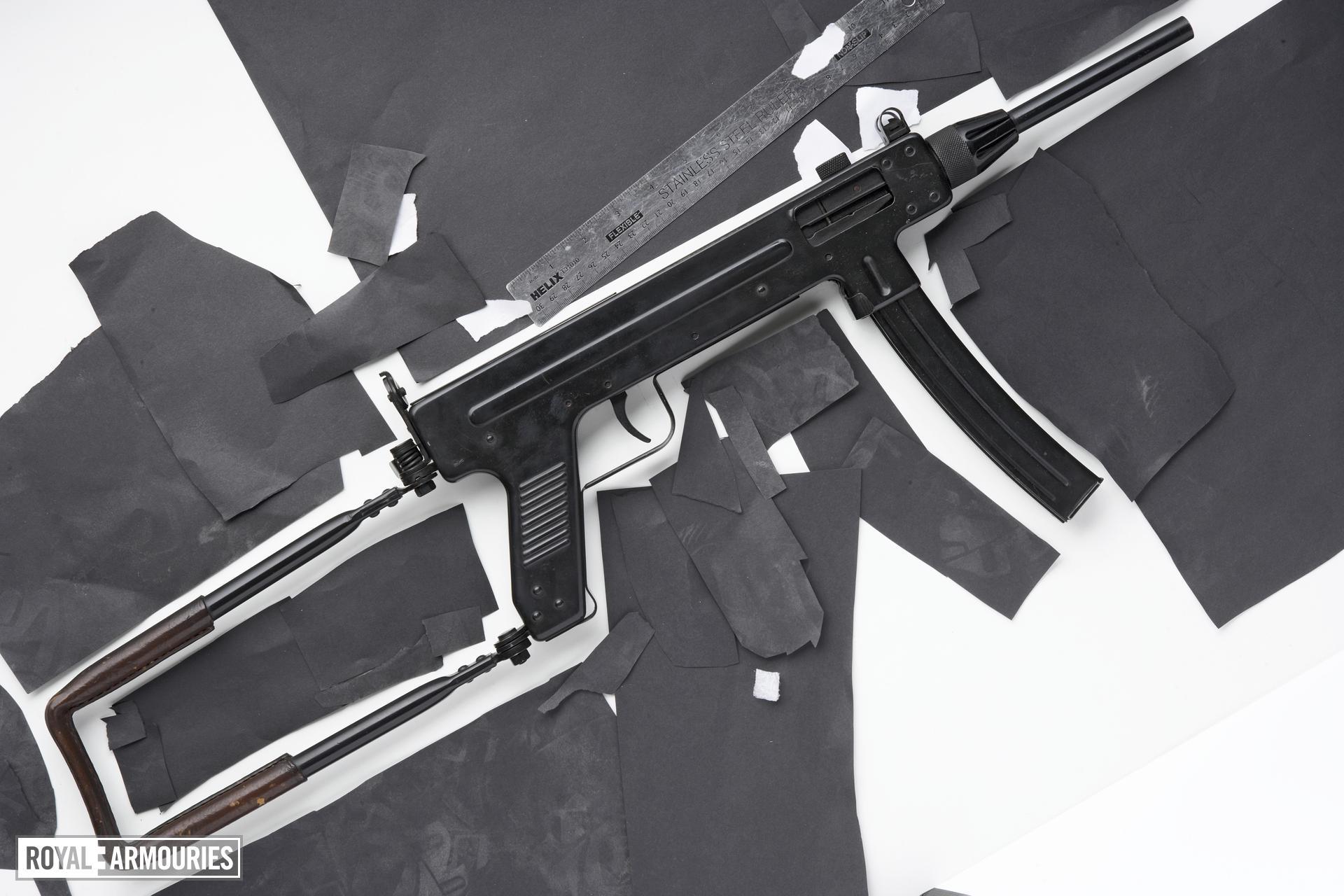 Centrefire automatic submachine gun - Madsen M53