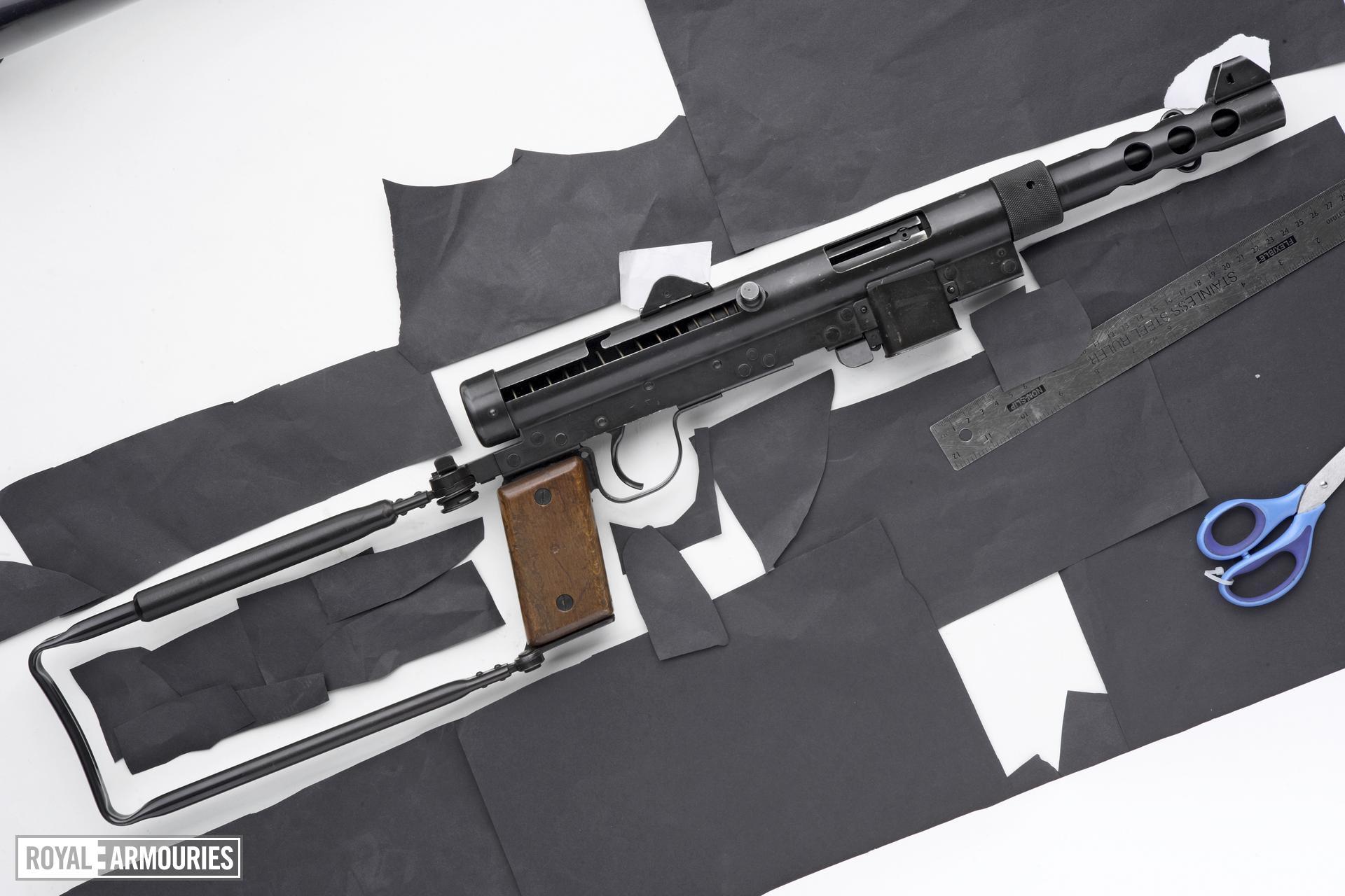 Centrefire automatic submachine gun - Carl Gustav M/45B