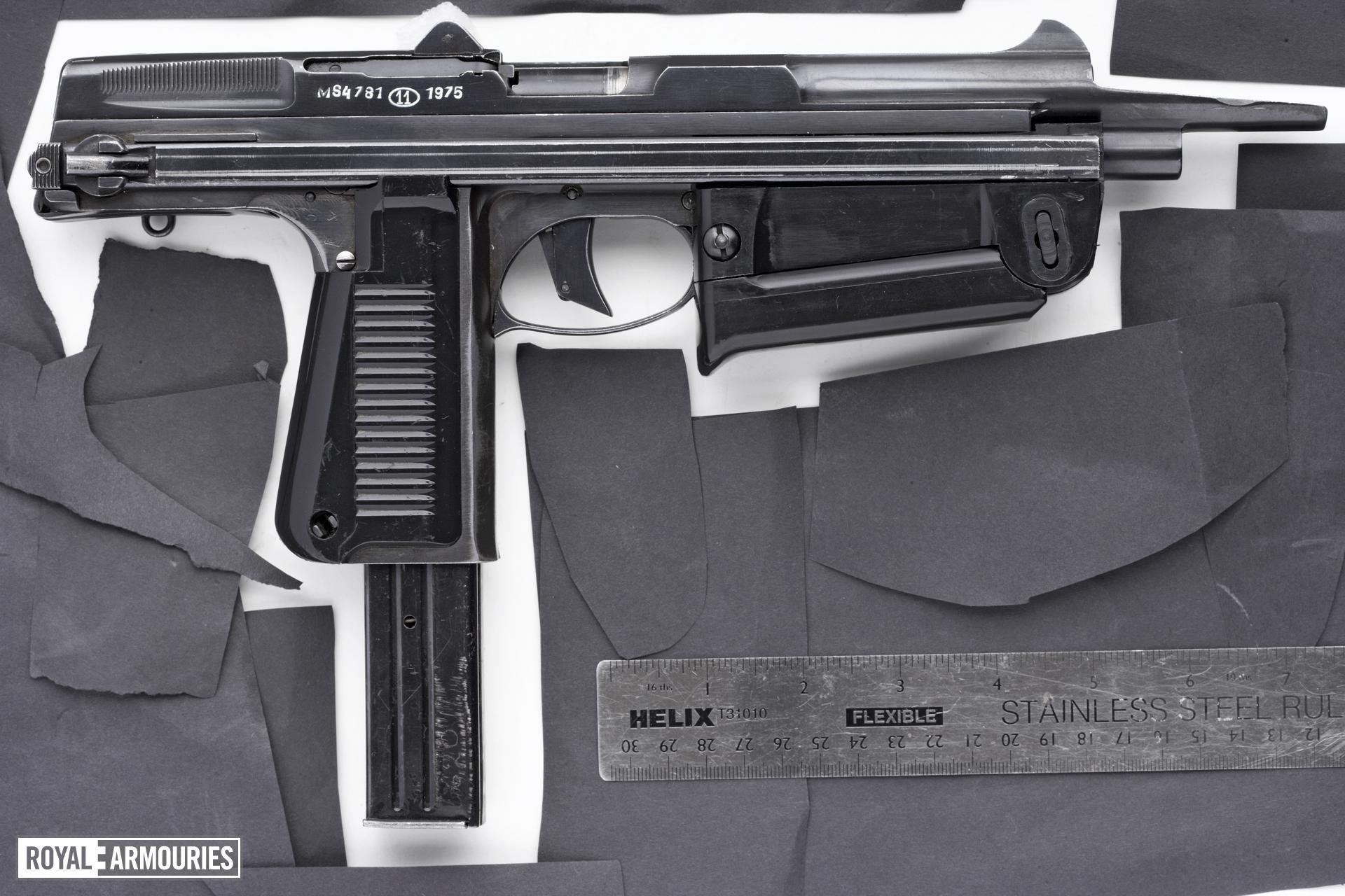 Centrefire self-loading pistol - Wz63