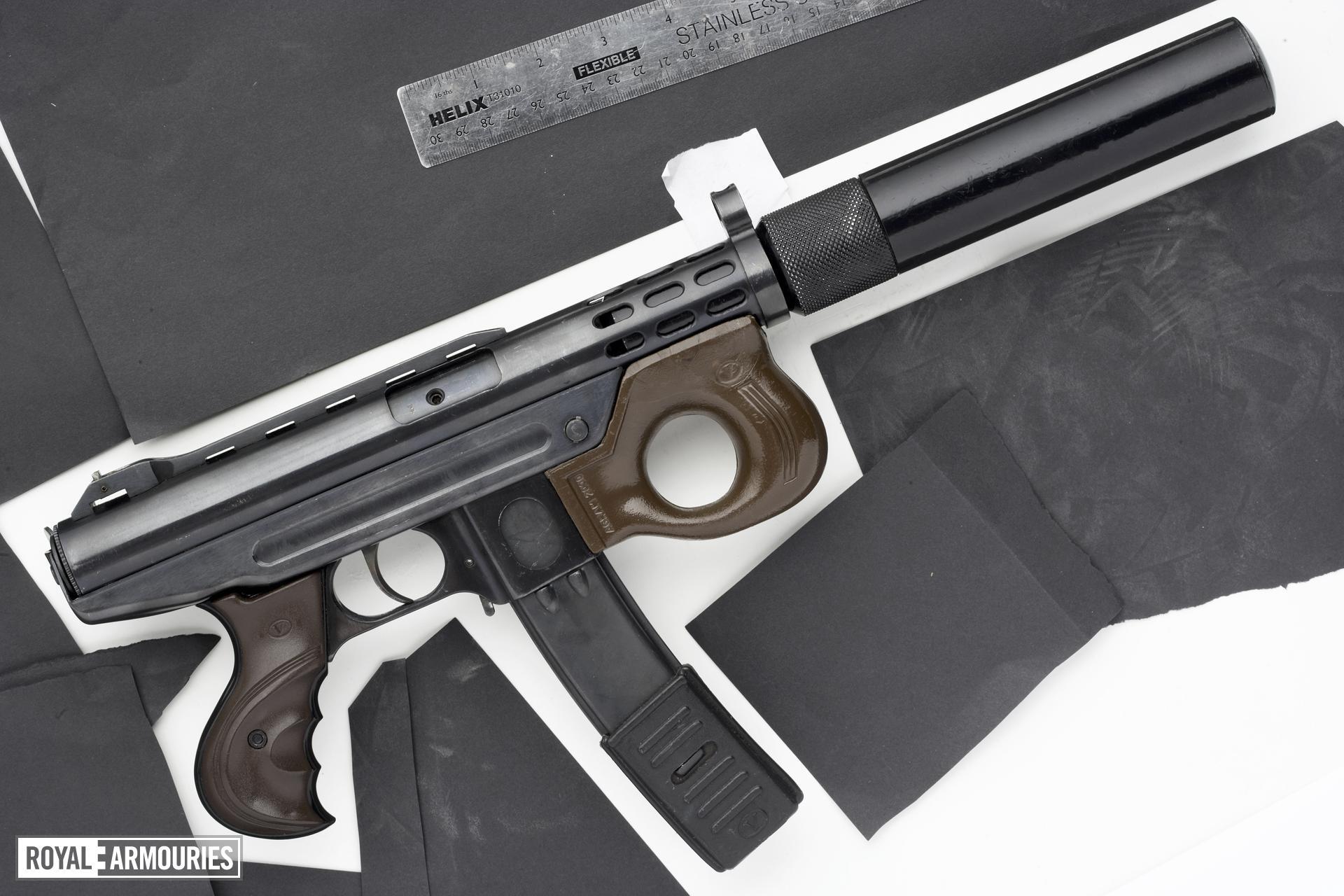 Centrefire automatic submachine gun - Agram 2000