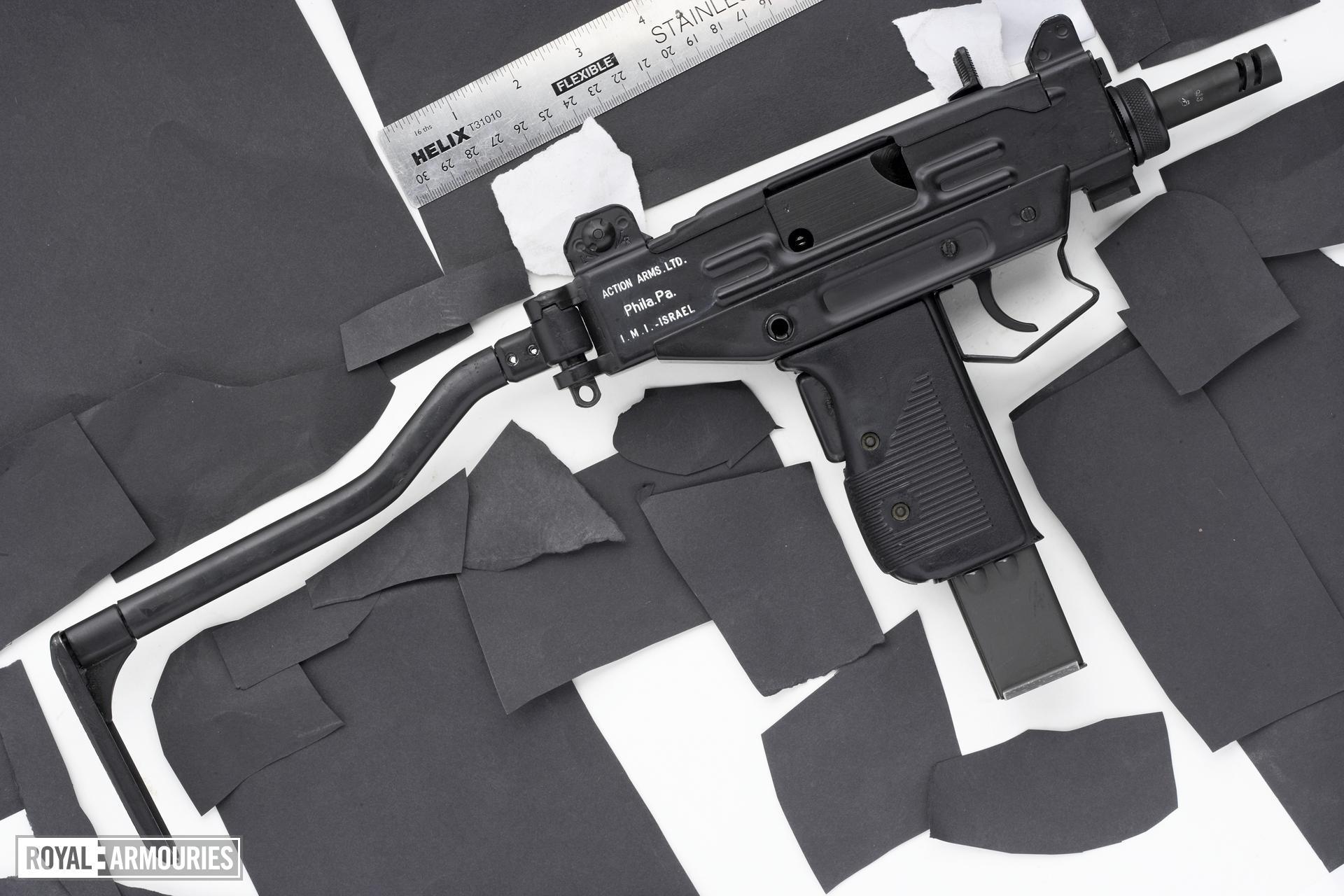 Centrefire automatic submachine gun - Micro Uzi