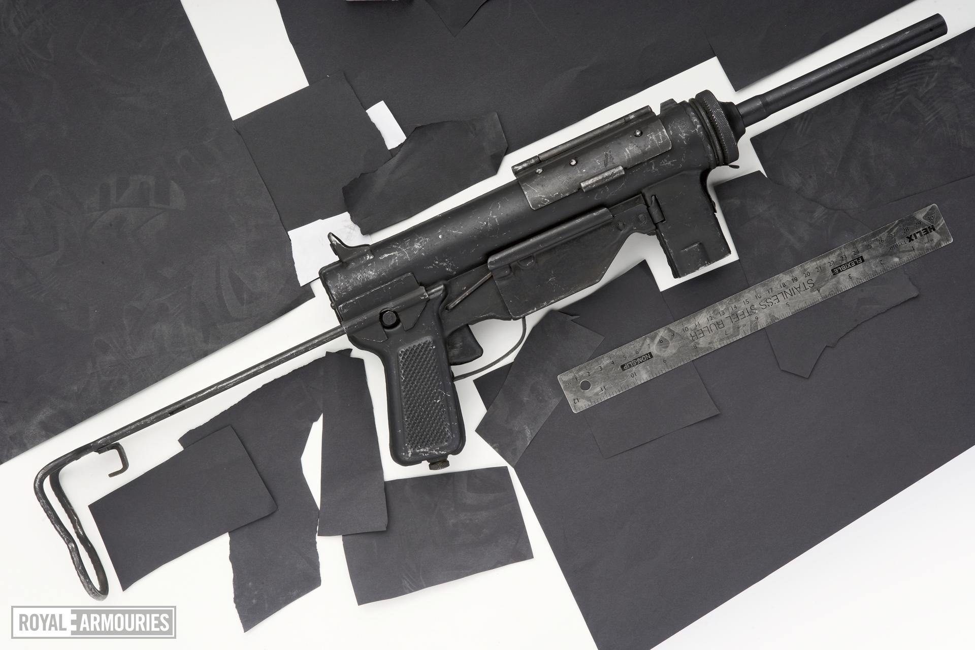 Centrefire automatic submachine gun - Type 39