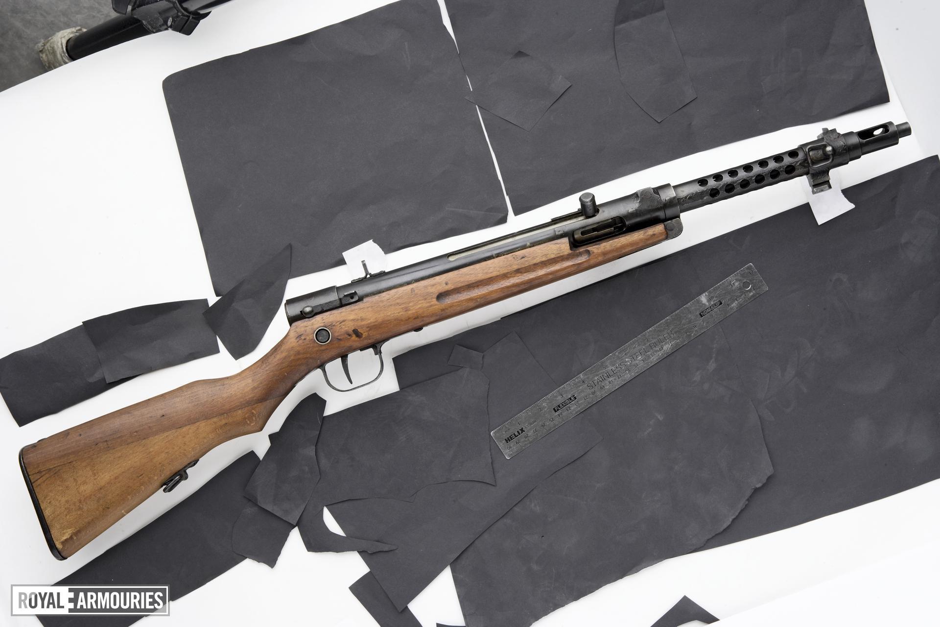 Centrefire automatic submachine gun - Type 100