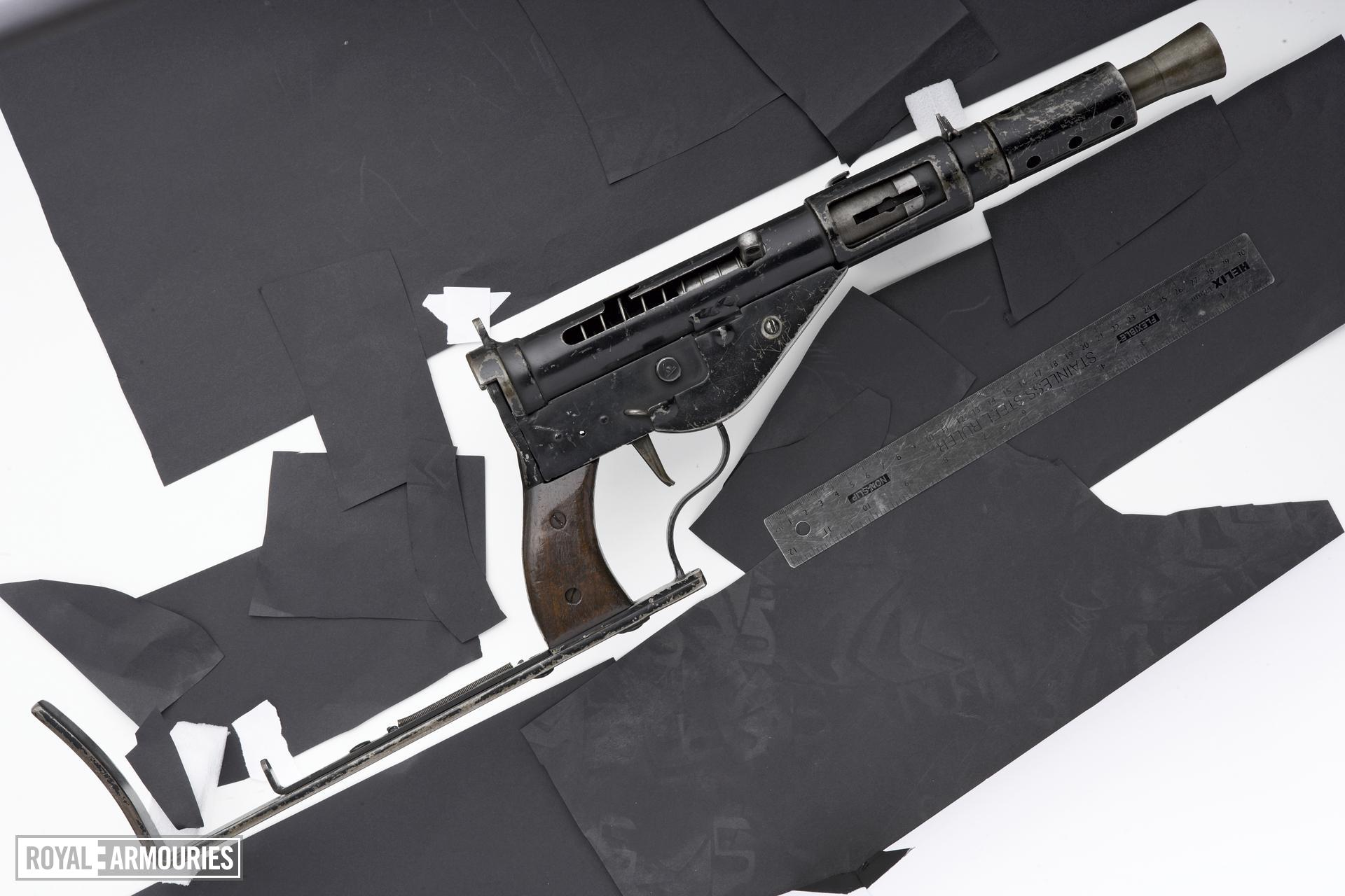 Centrefire automatic submachine gun - Sten Mk.IV Model A