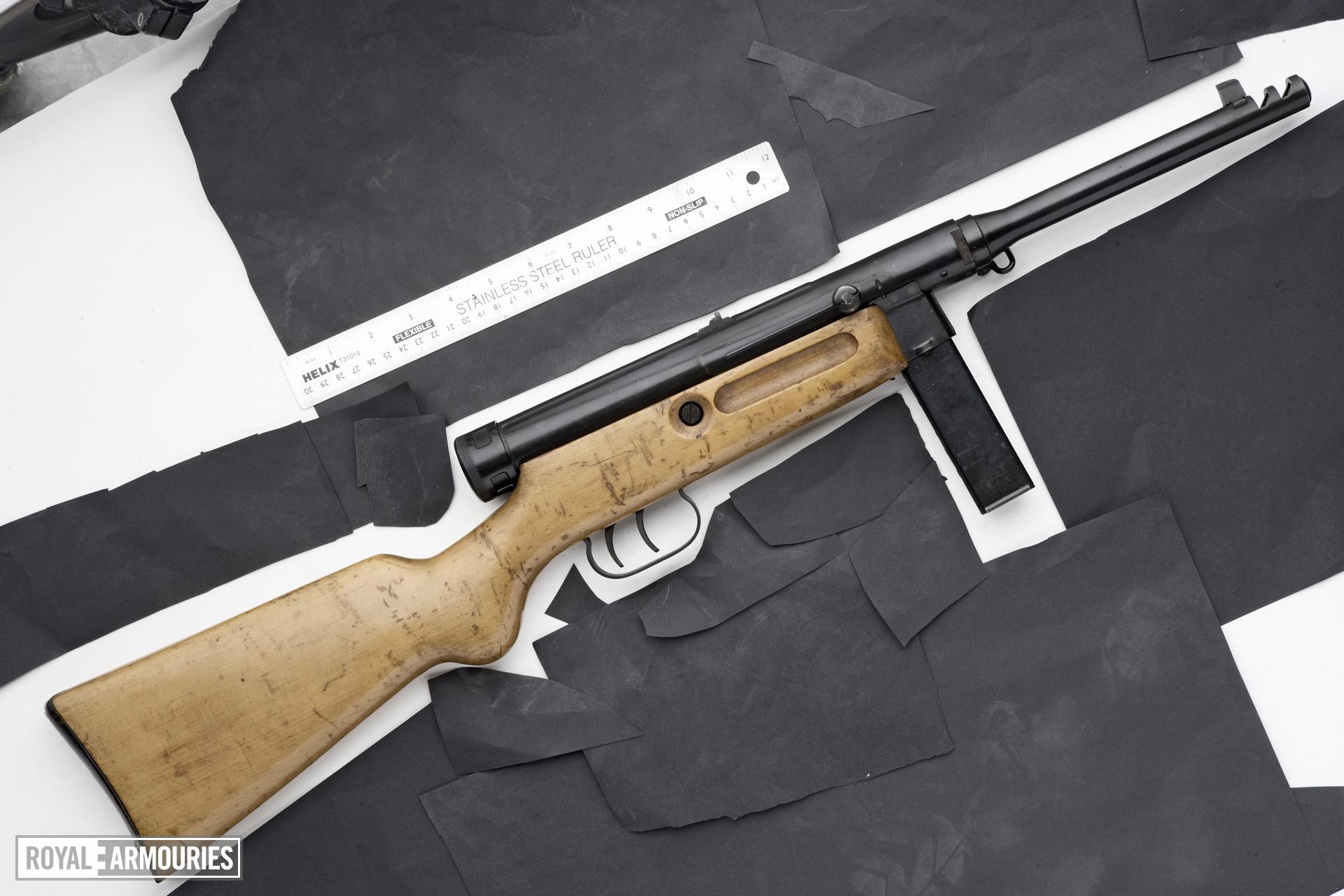 Centrefire automatic submachine gun - Beretta Model 4