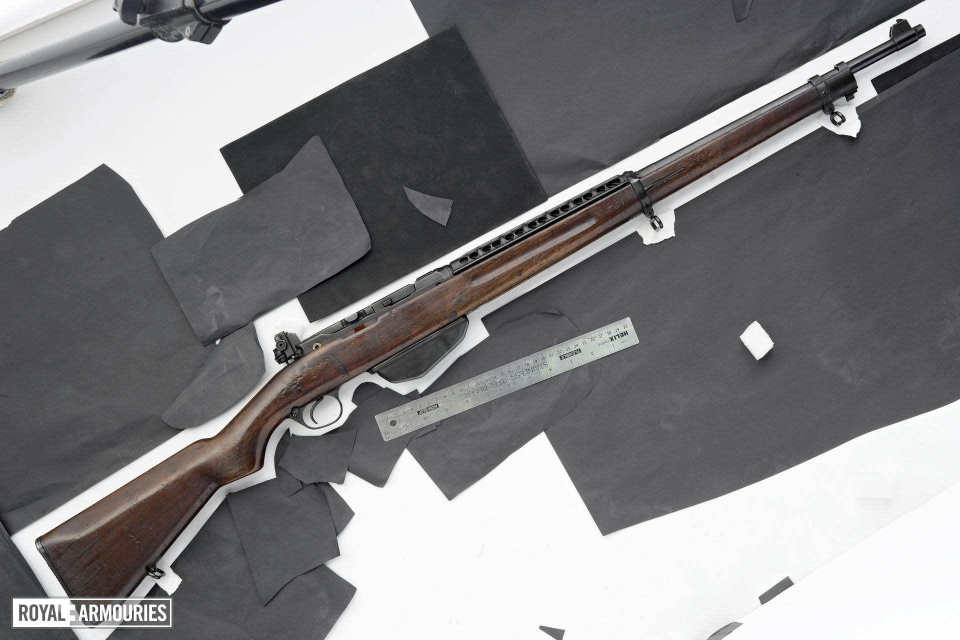 Centrefire self-loading rifle - Vickers-Pedersen Model PA By Vickers Armstrong
