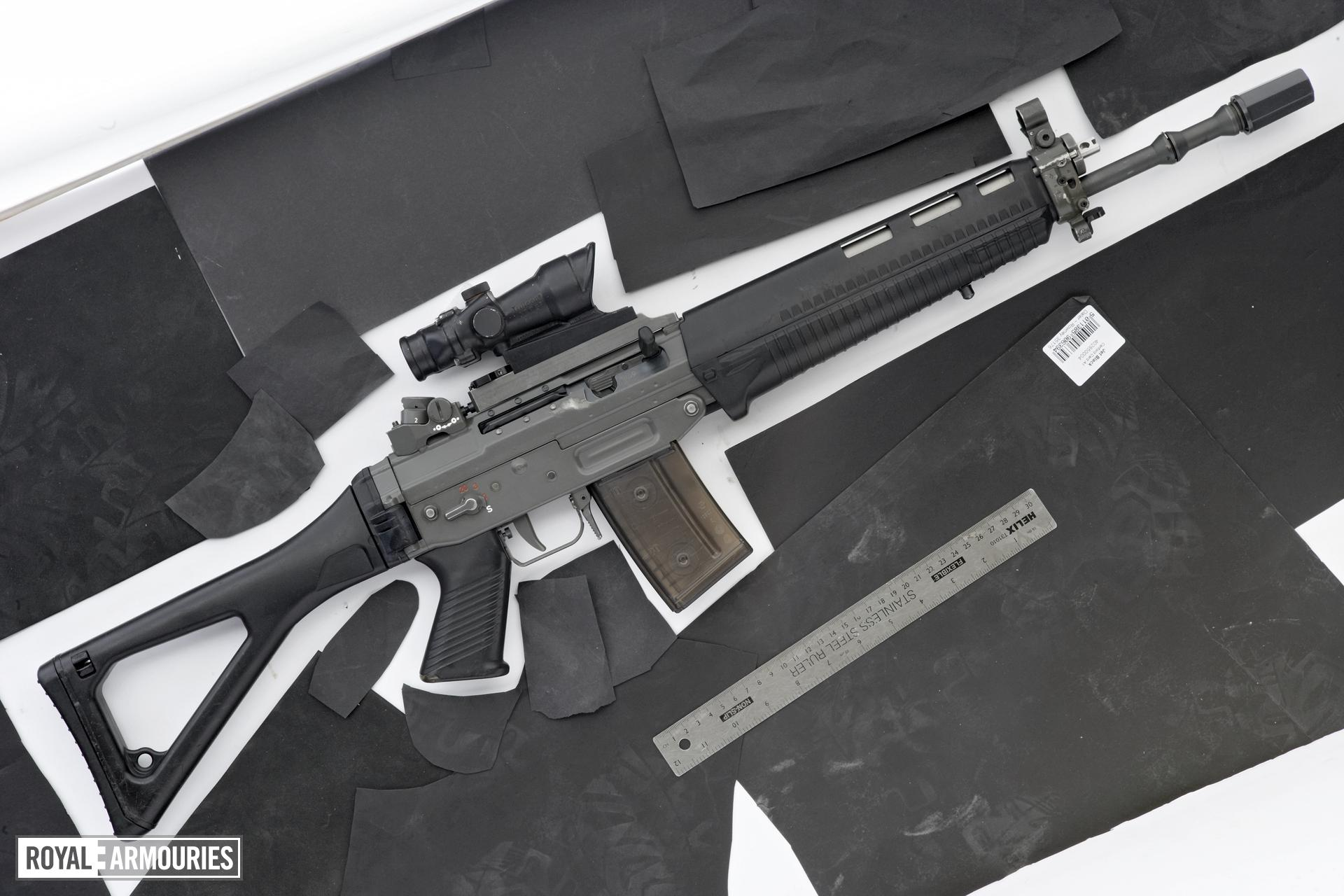 Centrefire automatic rifle - SIG SG551-2 SWAT LB
