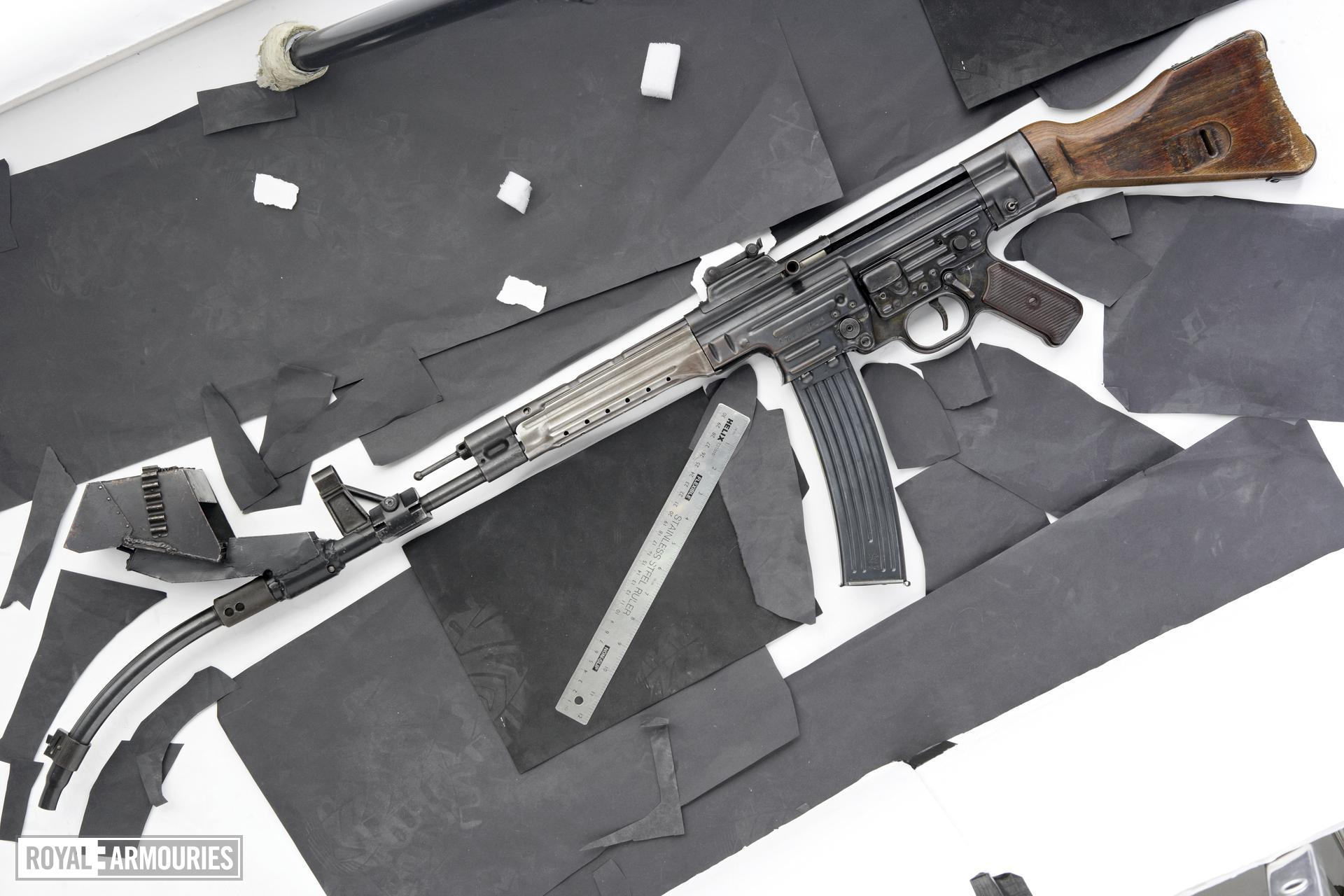 Centrefire automatic rifle - StG44