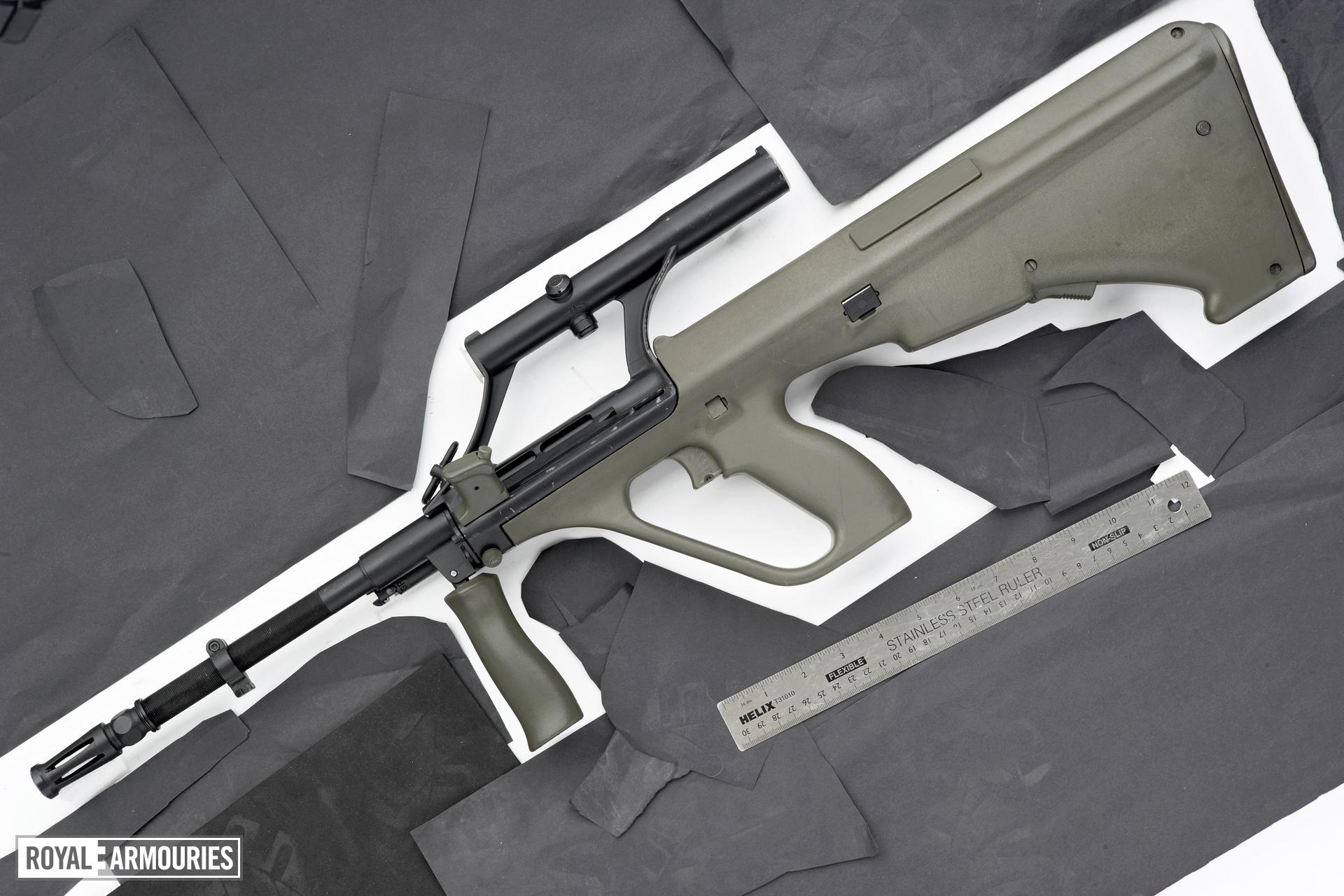 Centrefire automatic rifle - Steyr AUG F88