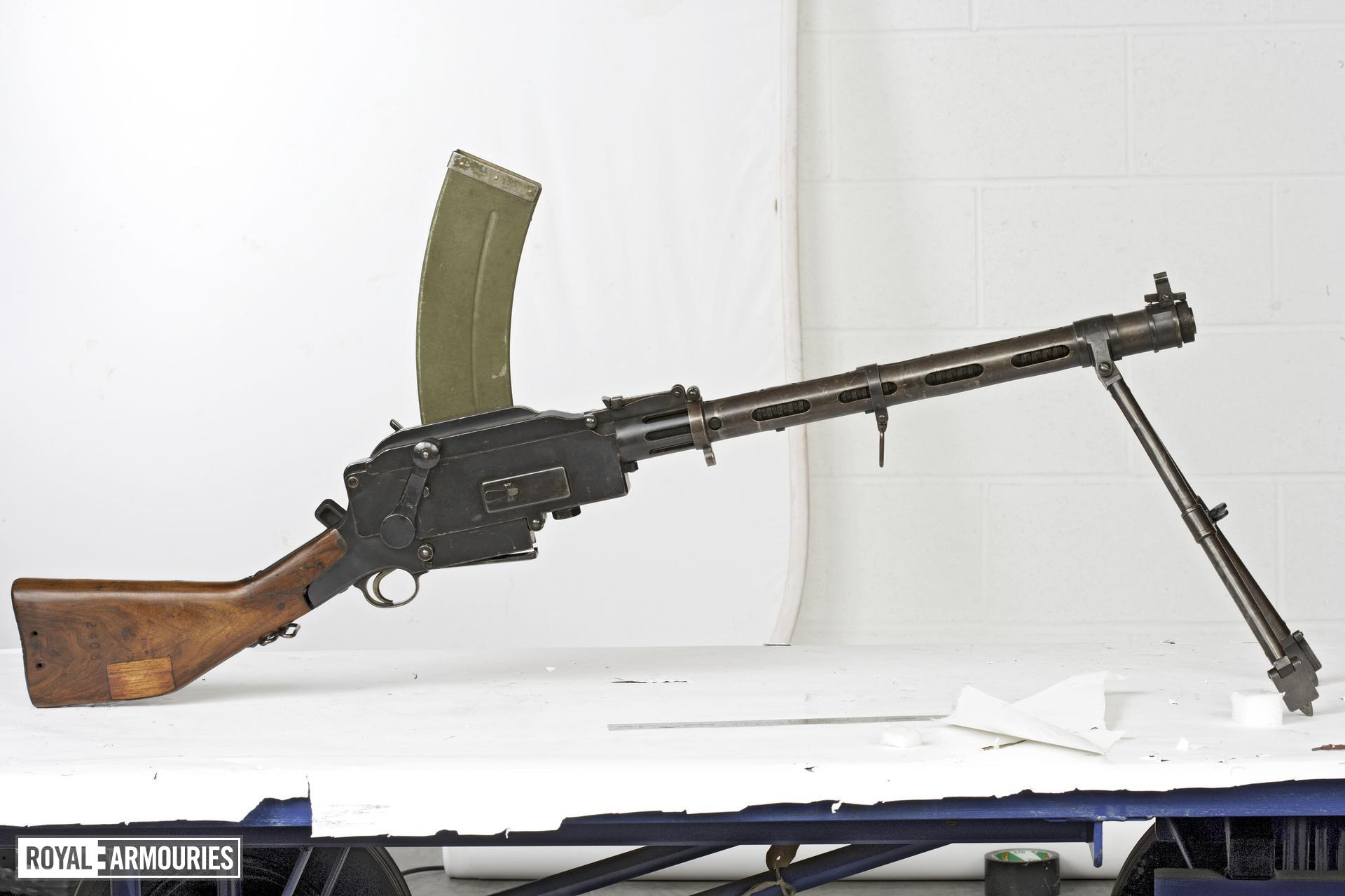 Centrefire automatic light machine gun - Madsen Model 1935