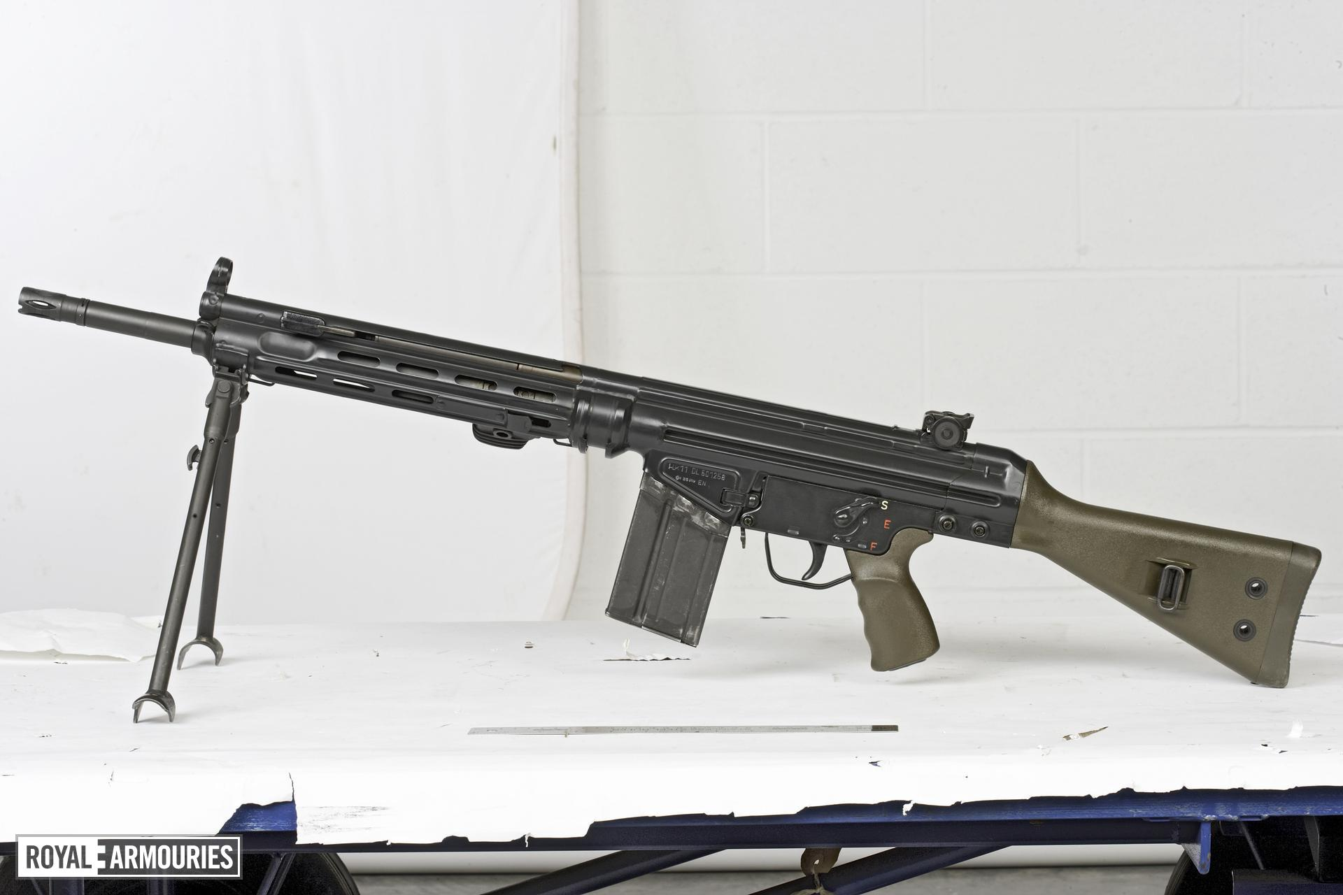 Centrefire automatic light machine gun - Heckler and Koch Hk11