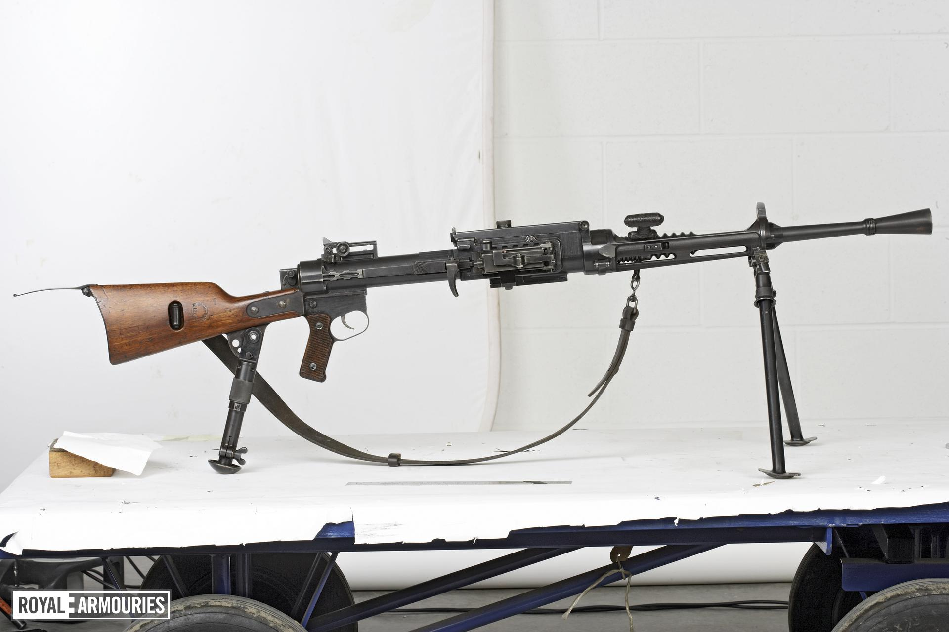 Centrefire automatic light machine gun - Breda Model 30