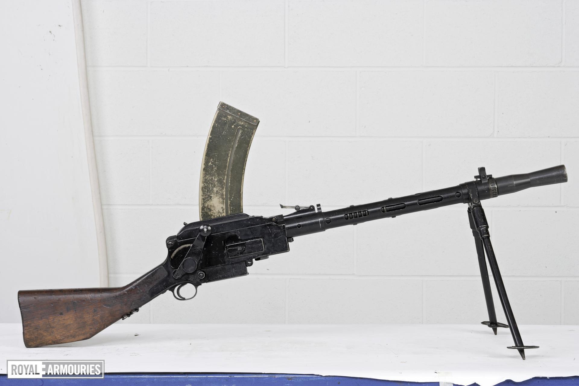 Centrefire automatic light machine gun - Madsen Model 1946