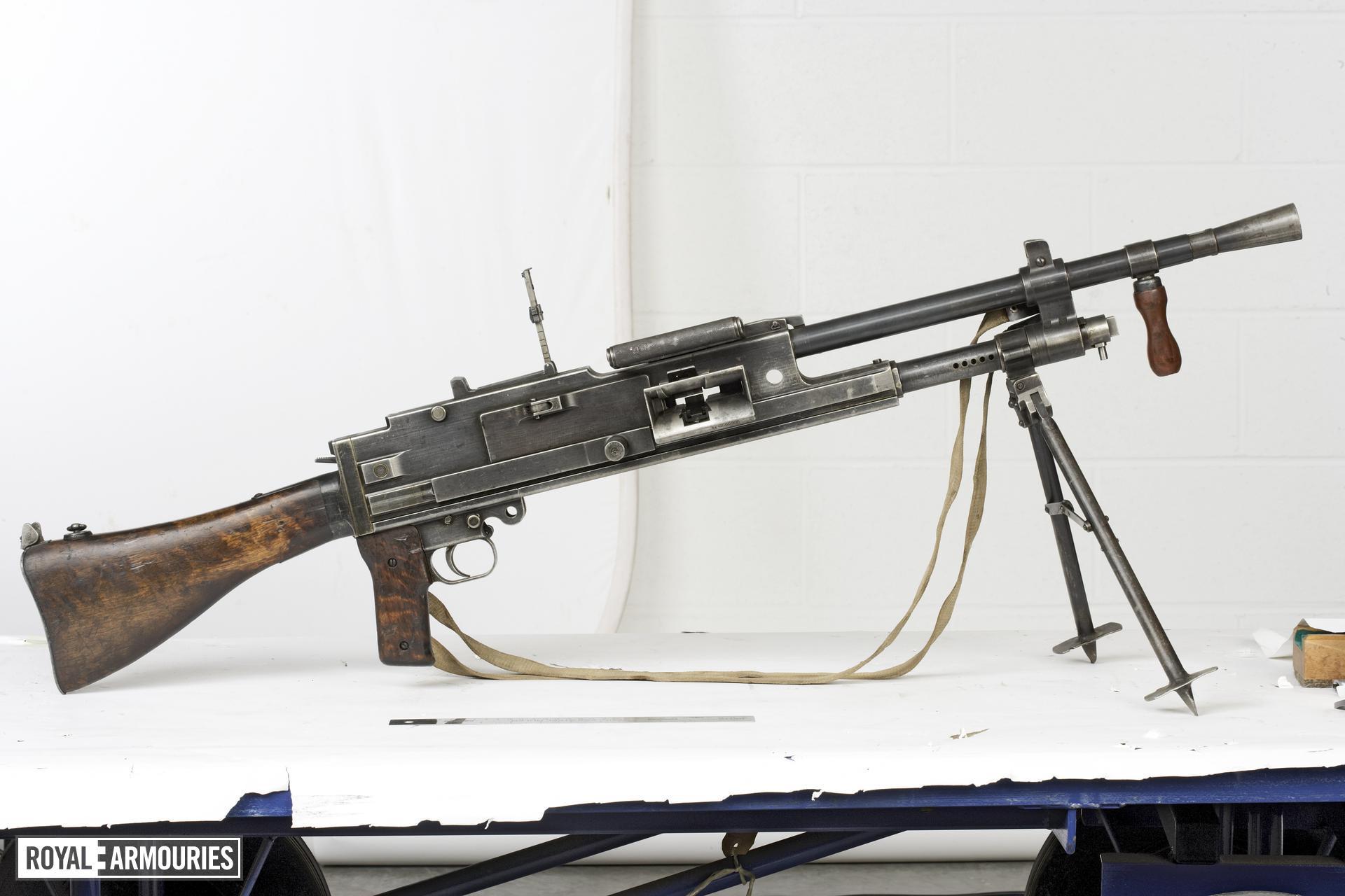 Centrefire automatic machine gun - Sampo L41