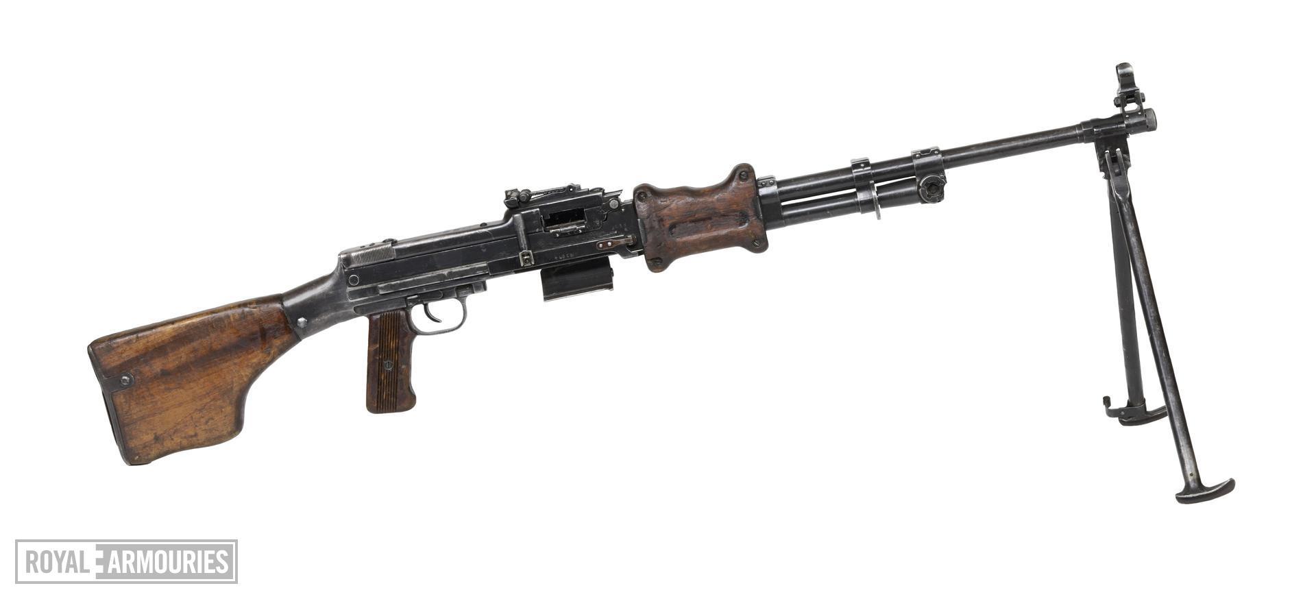 Centrefire automatic light machine gun - Degtyarev Type 62 (RPD)