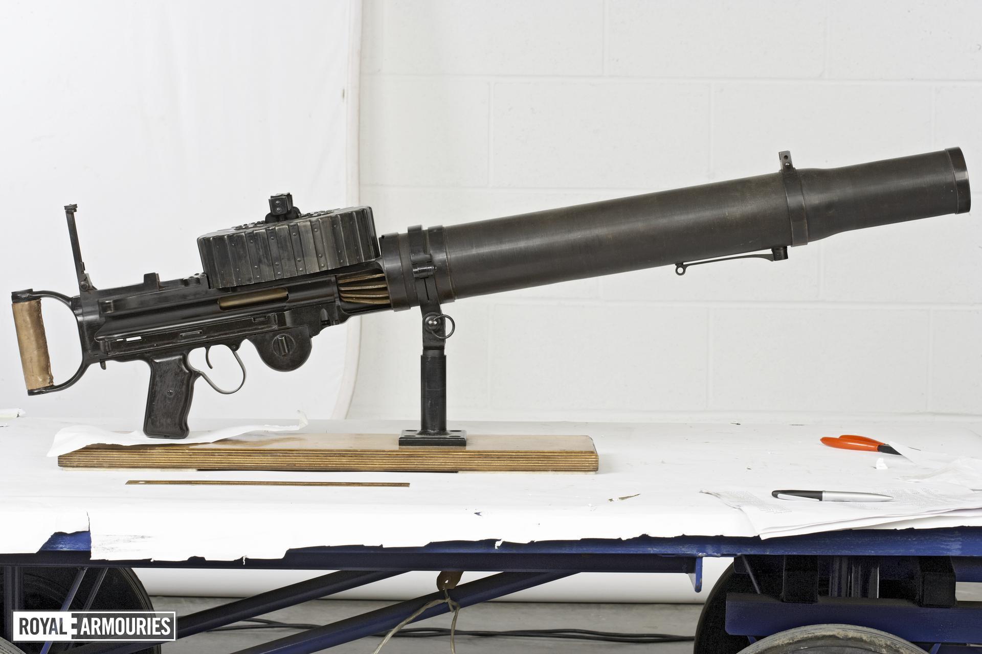 Centrefire automatic light machine gun - Lewis Type 92