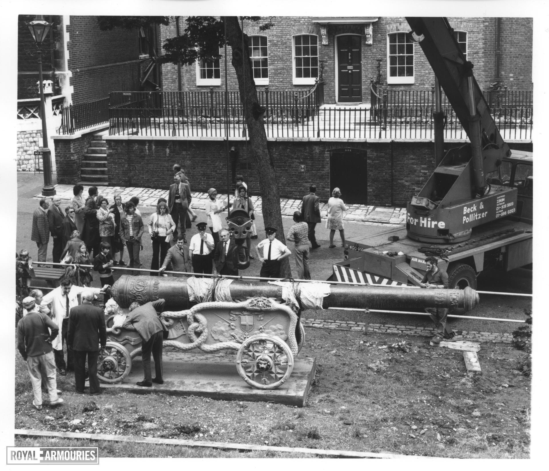 Gun - 24-pounder Gun and Carriage