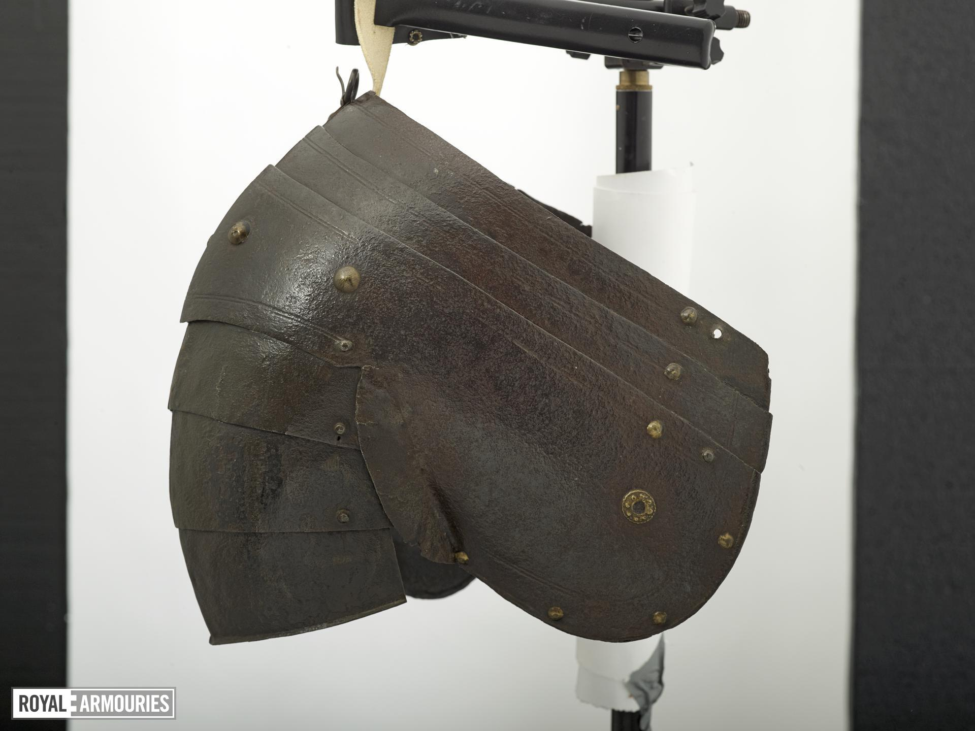 Right pauldron Littlecote collection