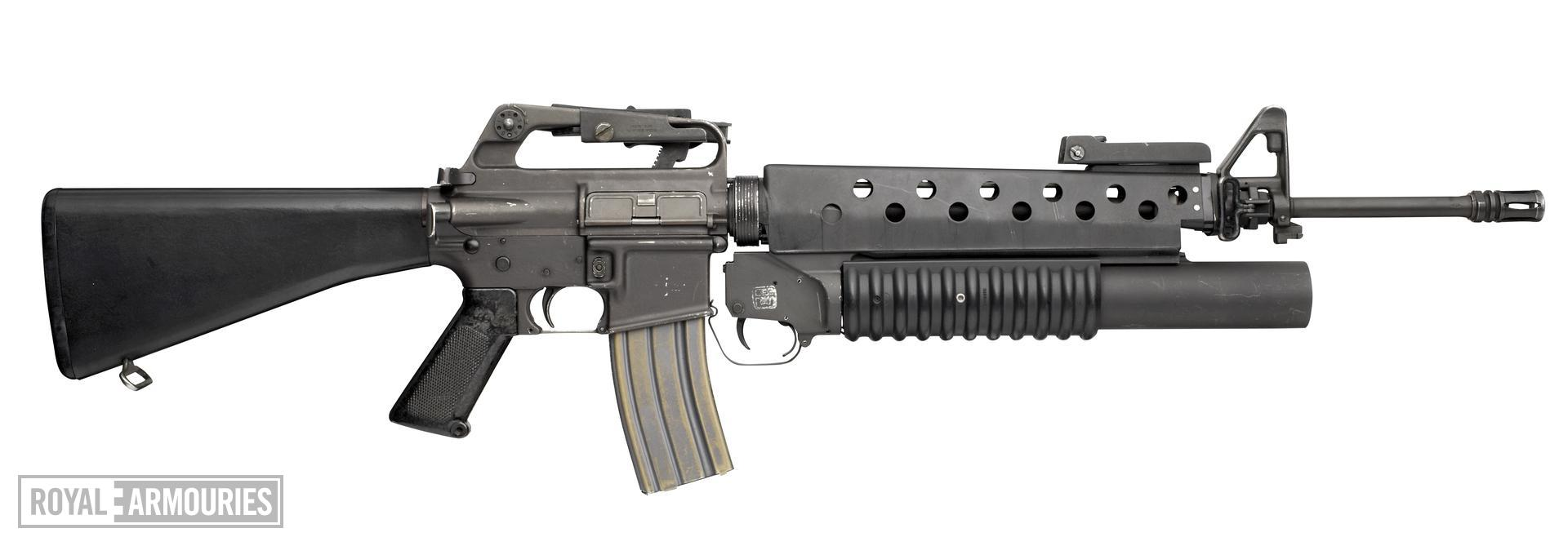 Centrefire breech-loading grenade launcher - M203