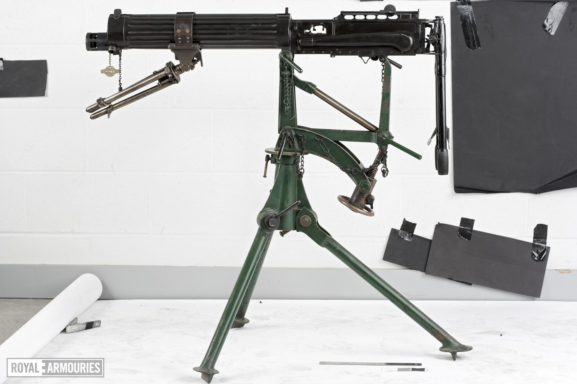 Mount for machine gun Tripod type for Vickers Mk.IV