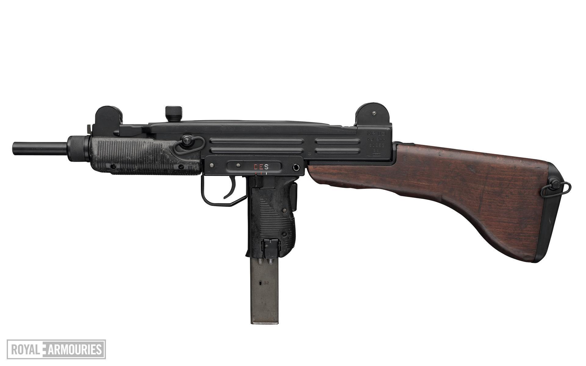 Centrefire automatic submachine gun - Uzi