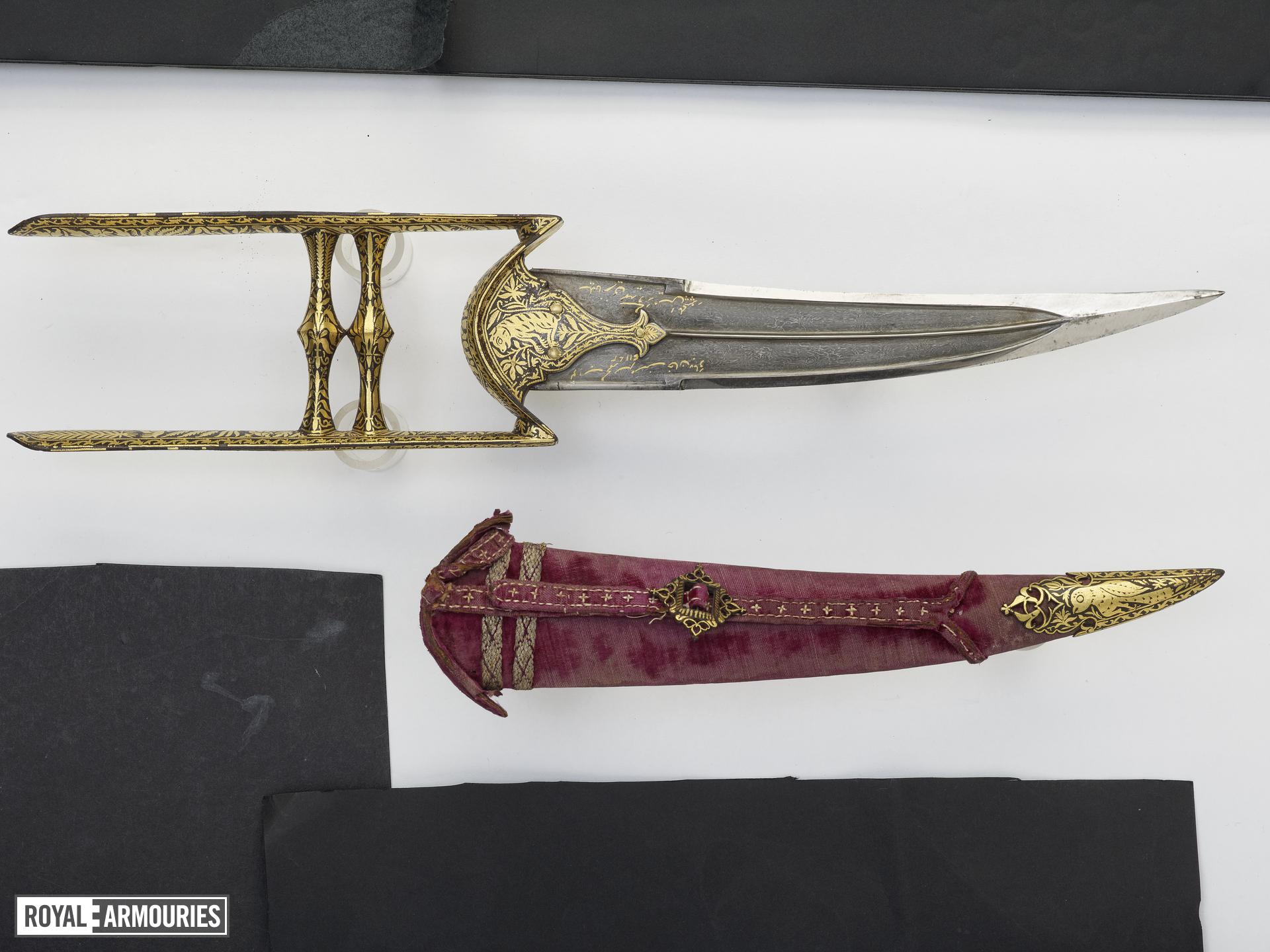 Dagger (katar) with curved blade