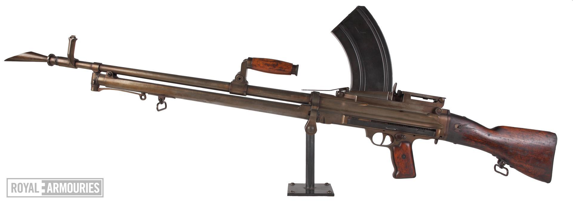 Centrefire automatic light machine gun - Experimental Lewis Lewis light machine gun produced by Soley Arms Co. and adapted for Bren detachable box magazine feed in lieu of the Lewis drum mechanism.