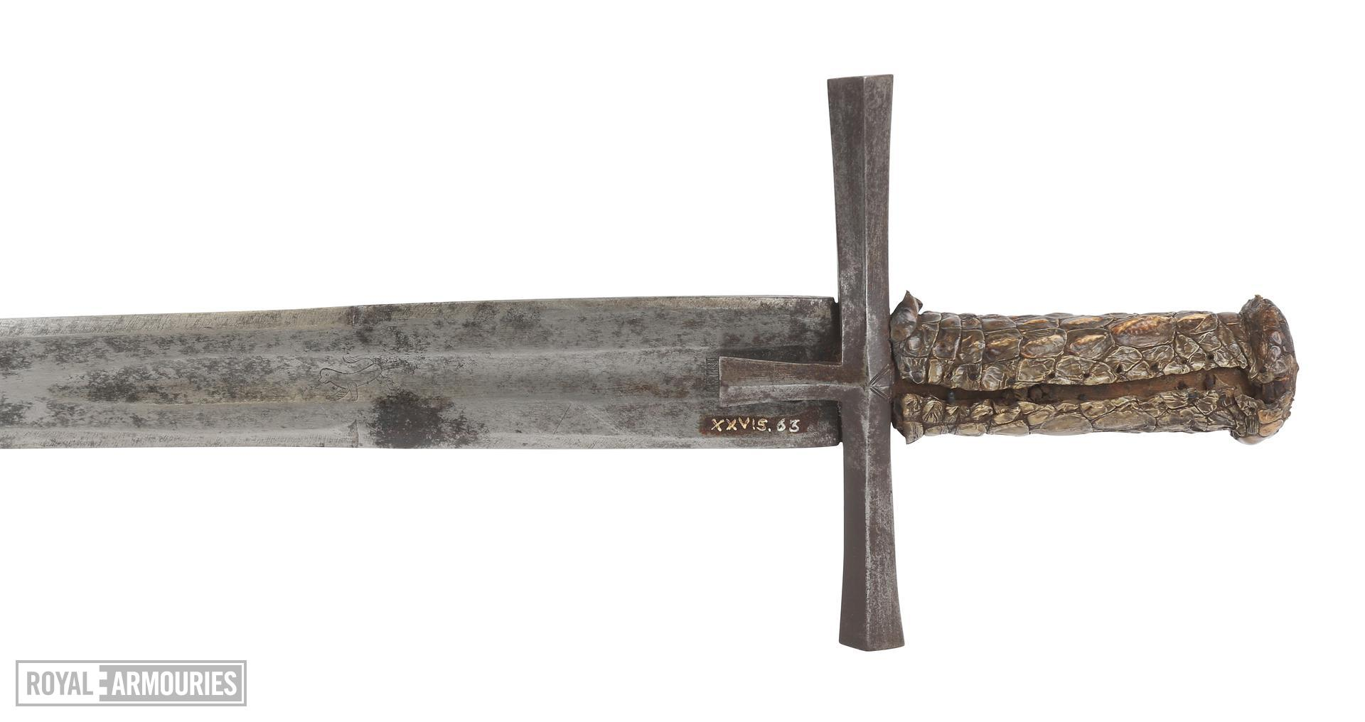 Sword (kaskara) with crocodile skin hilt and a scabbard covered in snake or lizard skin. Sudan, 19th century. XXVIS.63